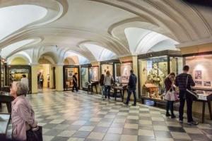 В залах первого Музея