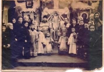 Отец Нил с прихожанами